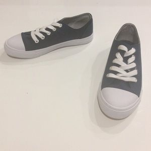 CAT & JACK UNISEX WHITE AND BLUE SNEAKERS